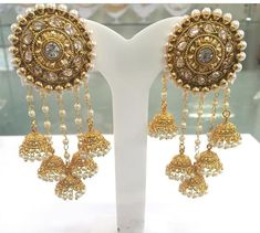 Pick beautiful and the latest range of Wedding Earring Online in India. Buy chandbali, jhumki, studs at best price range. Indian Jewelry Earrings, Jewelry Design Earrings, India Jewelry, Bridal Earrings, Designer Earrings, Wedding Jewelry, Gold Jewelry, Jewelery, Gold Necklaces