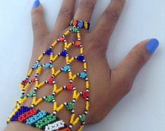 Elegant handmade African jewelry and accessories por HouseofYimama African Beads Necklace, Seed Bead Necklace, African Jewelry, Slave Bracelet, Hand Bracelet, Fabric Necklace, Beaded Jewelry Patterns, Bead Jewellery, Beading Tutorials