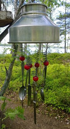 Wind chime made of old metal scrap Garden Art, Garden Ideas, Elba, Small Gardens, Metallica, Wind Chimes, Spoon, Recycling, Fishing
