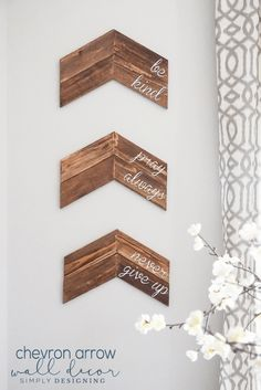 Customizable Chevron Arrow Wall Decor - this is a really simple home project and a great way to add a custom sign to your home Beginner Woodworking Projects, Woodworking Crafts, Woodworking Plans, Popular Woodworking, Woodworking Furniture, Woodworking Patterns, Woodworking Classes, Woodworking Shop, Rustic Crafts