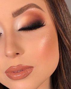 30 Pretty Christmas Makeup Ideas To Make You Look Hot Glam Makeup, Skin Makeup, Makeup Inspo, Eyeshadow Makeup, Makeup Inspiration, Makeup Ideas, Glamorous Makeup, Make Up Designs, Creative Eye Makeup