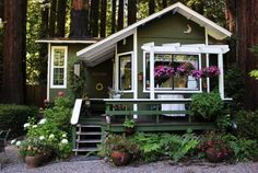 The Tree House Cottage    A quiet, romantic retreat, away from the hustle and bustle of the city.    At this cottage you'll be surrounded by beautiful, ancient redwoods while you relax in the natural surrounds of Austin Creek.- Cazadero, CA