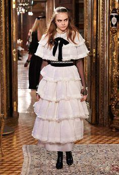 bb73b2ea91fd5f 143 meilleures images du tableau Chanel   Ready to wear, Autumn ...