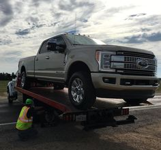 Mega shoutout to Jerry Pitcock 24 Wrecker and Recovery for the tow and our local @parisfordlincoln service center for help changing the flat. #fordtx #trucksofinstagram #fordnation #2017F350 #texastrucks #pickups #trucks #4x4 #truckgram #instatrucks