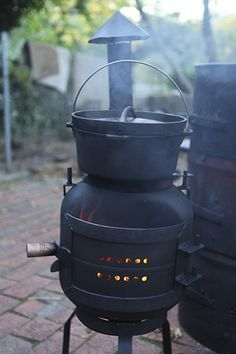 gas bottle wood stove - Simple to make, effective and it even fits upside down over the top for storage and transport. Gas Bottle Bbq, Gas Bottle Wood Burner, Outdoor Stove, Outdoor Fire, Metal Projects, Welding Projects, Wood Oven, Stove Oven, Rocket Stoves