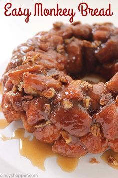 Monkey Bread Easy Monkey Bread -Perfect for a quick breakfast or even dessert. You can feed a crowd with this deliciousnessEasy Monkey Bread -Perfect for a quick breakfast or even dessert. You can feed a crowd with this deliciousness Brunch Recipes, Dessert Recipes, Dessert Food, Canned Biscuits, Recipes With Biscuits, Pillsbury Biscuit Recipes, Christmas Breakfast, Christmas Morning, Breakfast Dishes