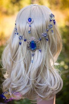 Mayflower Goddess Circlet Make an entrance to remember in this beautifully uniquely enchanting bridal circlet design in shades of sparkling Head Jewelry, Cute Jewelry, Body Jewelry, Hair Accessories For Women, Fashion Accessories, Grey Wig, Gray Hair, Accesorios Casual, Circlet