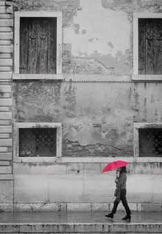 a bit of colour in a rainy day (Venice, Italy)