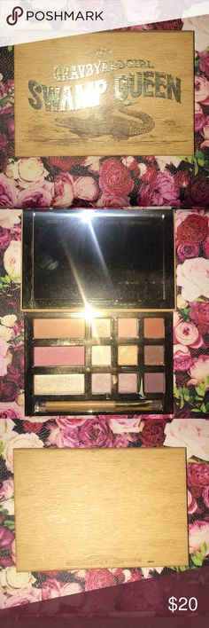 Makeup Tarte swampqueen palette. Only has been swatched. Beautiful palette that has great pigment. tarte Makeup Eyeshadow
