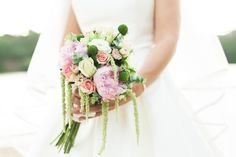The sweetness of our brides and their bouquet! photography by 135milimetros  more:www.135milimetros.pt/en/blog