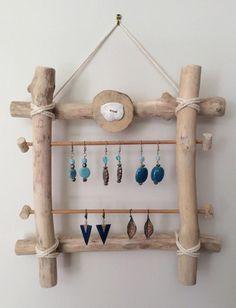 4 porte-bijoux en bois flotté à fabriquer - Driftwood Jewelry, Driftwood Projects, Driftwood Art, Diy Projects, Jewellery Storage, Jewellery Display, Home Crafts, Diy Home Decor, Branch Decor