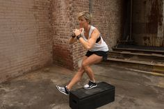 Trainer Erin Opera - Carrie Underwood legs workout