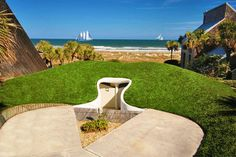 """Camouflage, introduced by gestalt psychologist Edgar Rubin, originated from gestalt theories. This Florida """"Dune Home""""camouflages with its natural surroundings, particularly grassy areas. Photo by Architect William Morgan. See more photos of this house: http://enpundit.com/william-morgans-dune-house-can-be-yours/"""