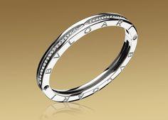 B.ZERO1 bracelet in 18kt white gold with pavé diamonds. Bvlgari.
