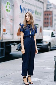 Giorgia Tordini, after A Show, NYC, September 2015. Effortlessly stylish: the magic of a tee + tapered high-rise trousers (and good hair!). Recreate Georgia's look (kind of) - High-rise pants - A.L.