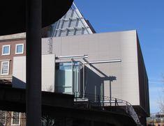 Renzo Piano explica cómo diseñar el museo perfecto,La nueva ala de Piano para Harvard Art Museums, con la rampa curva del Carpenter Center de Le Corbusier adelante. Imagen © Paul Clemence