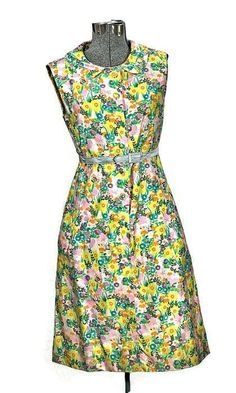 Vintage 1960 Peck & Peck A line Flower Print Cotton Dress with fabric covered buttons and hidden pockets on the side and peter pan collar. Label: Peck & Peck of Fifth Ave. New York Condition: Very Goo