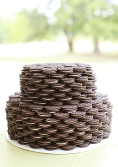 No cookie can compare to the original Oreo. While we're fans of some Oreo flavors, like Lemon and Peanut Butter, bad ones -- ahem, Watermelon -- make us rule out flavored Oreos altogether. Oreo Wedding Cake, Wedding Cake Photos, Wedding Cake Designs, Wedding Cakes, Camo Wedding, Dream Wedding, Wedding Ideas, Mini Cakes, Cupcake Cakes