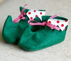 Soooo cute for babies this Xmas!  Baby Elf Booties  green felt by accidentalvix on Etsy, £14.50
