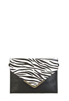 PAX - Mit Pax, der aufregenden Envelope-Clutch bist und bleibst Du Trendsetterin, was Dein Gespür für It-Bags angeht. Metall-Details verleihen der Tasche ein luxuriöses Aussehen und mit den abnehmbaren Trageriemen bist Du flexibel.
