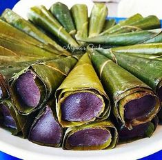 Sayongsong is a famous Surigao kakanin! It is packed in a cone like banana leaves and it is a favorite pasalubong dessert or snack. (Binalusungsong sa dahon) Sayongsong is a delicious Surigainon delicacy and pride. Filipino Dishes, Filipino Desserts, Asian Desserts, Filipino Recipes, Filipino Food, Leche Flan Cake Recipe, Ube Dessert Recipe, Dessert Recipes, Ube Recipes