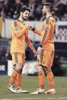 Isco y Sergio Ramos Isco Real Madrid, Isco Alarcon, Sports Celebrities, Eden Hazard, Jay Park, Neymar, Football Players, Ronaldo, The Magicians