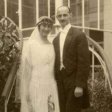 Edith Frank (née Holländer) and Otto Frank [the mother and father of Anne Frank] on their wedding day, 12 May at Aächen Margot Frank, Anne Frank, Photographs Of People, European History, Historical Photos, World War Ii, Old Photos, Victorious, Christians