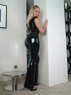 Shiny Leggings, Sexy Latex, White Girls, Plus Size Fashion, Leather Pants, Girls Dresses, How To Wear, Clothes, Outfits