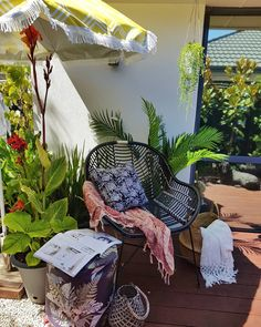Outdoor living, urban gardening, tropical oasis #smallspacegardening #outdoorroom Small Space Gardening, Small Gardens, Small Space Living, Small Spaces, Outdoor Umbrella, Retro, Outdoor Furniture, Outdoor Decor, Hammock