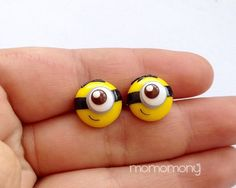 He encontrado este interesante anuncio de Etsy en https://www.etsy.com/es/listing/179497499/super-cute-minion-face-earrings