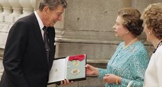 Britain's Queen Elizabeth II and former U.S. President Ronald Reagan, pose with the insignia of the honourary Knight Grand Cross of the Most Honourable Order of the Bath, which the Queen conferred on Reagan, after a lunch in Buckingham Palace, London, June 14, 1989. The order recognises services to Britain. (AP Photo/Martin Cleaver)