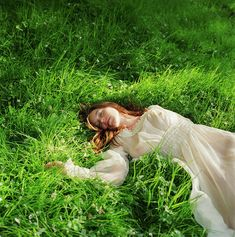 Woman In Dress Lying Down On Grass by Lisa Kimmell Art Poses, Drawing Poses, Action Pose, Pose Reference Photo, Reference Drawing, Sleeping Pose, Looks Hippie, Poses Photo, Mein Style