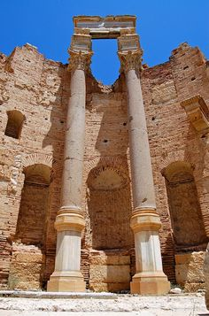 Lepcis Magna is located in Al Khums, Libya and was a prominent city of the Roman Empire. The site is one of the most spectacular and unspoiled Roman ruins in the Mediterranean and is since a UNESCO World Heritage Site.
