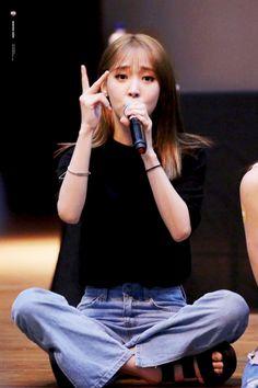Moonbyul Mamamoo❤180729 Kpop Girl Groups, Korean Girl Groups, Kpop Girls, My Girl, Cool Girl, Fandom Kpop, Mamamoo Moonbyul, Korean Star, Stars And Moon