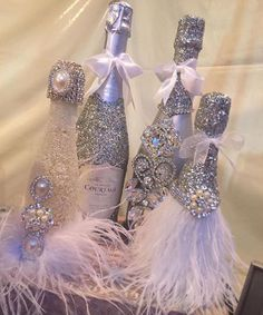 Champagne set ( bottle and 6 glasses) Alcohol Bottle Decorations, Liquor Bottle Crafts, Glass Bottle Crafts, Diy Bottle, Bottle Art, Bling Bottles, Champagne Bottles, Bottles And Jars, Bedazzled Liquor Bottles