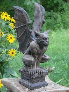 Mondus Distinction - Kanadas Haus- und Gartendekor - Sam Gargoyle Source by tamracox Dragons, Gothic Gargoyles, Stone Statues, Skull Head, Gothic Fashion, Women's Fashion, Garden Statues, Green Man, Almost Always