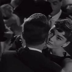 Sabrina Audrey Hepburn, Aubrey Hepburn, Audrey Hepburn Inspired, Audrey Hepburn Photos, Audrey Hepburn Style, Audrey Hepburn Movies, Aesthetic Movies, Aesthetic Videos, Classic Hollywood