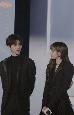 Despite both fans reminded each other to not ship them together but cnetizens in China can't help but shipping Lisa with the most popular idol in China. Kpop Couples, Cute Couples, Pop Group, Girl Group, Lisa Blackpink Wallpaper, Cute Asian Guys, Bts Aesthetic Pictures, Vintage Hipster, Jennie Lisa