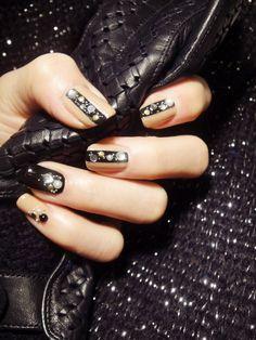 Black and Gold Bling Stripe Nail Art