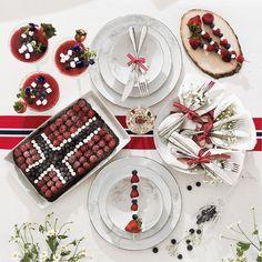 Slik får du et flott bord Norwegian Flag, Seasonal Decor, Holiday Decor, Public Holidays, Mini Marshmallows, Skewers, No Bake Cake, Blueberry, Popcorn