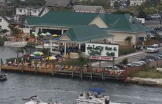 Welcome to de Lazy Lizard is what you'll hear when you walk into this family friendly restaurant. Located on 1st St. and the Bay, it is not hard to miss. de Lazy Lizard is a bayside bar and grill that does not disappoint. Ocean City MD