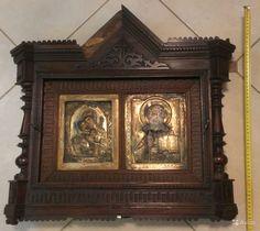 Венчальная пара Владимирская икона Божией Матери и Господь Вседержитель в резном киоте.