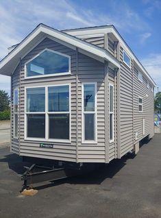 Granny pods on wheels - grannypods Park Model Rv, Park Model Homes, Park Homes, Wooden Model Boats, Granny Pod, Tiny House Exterior, Trailer Decor, Long House, Woodland Park