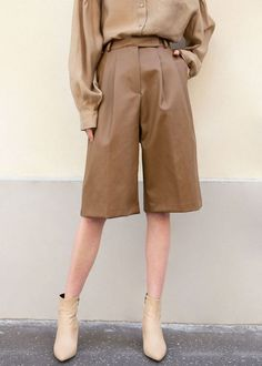 Frankie Shop Pernille Faux Leather Trouser Shorts in Brown Fashion 2020, Look Fashion, 90s Fashion, Korean Fashion, Fashion Outfits, Womens Fashion, Lolita Fashion, Classy Fashion, Fashion Vintage