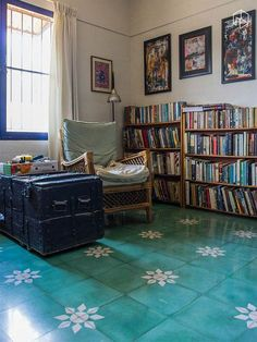 We recently fell in love with the usage of absolutely stunning Athangudi tiles at the home of Rajaram and Anumita. Every room in their home had stark white walls and ceilings, with colourful tiles on the floor - different in each room. Since then, we've seen
