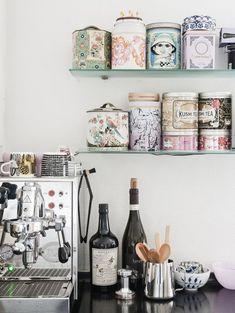 Hora do Chá! Veja: http://casadevalentina.com.br/blog/detalhes/hora-do-cha-2910 #details #interior #design #decoracao #detalhes #decor #home #casa #design #idea #ideia #charm #charme #casadevalentina #cozinha #kitchen