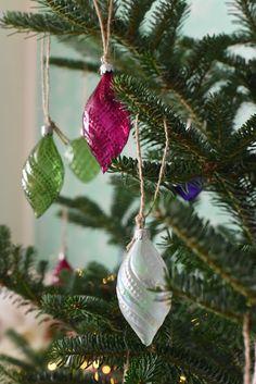Les suspensions en verre soufflé en forme de gouttes pour sapin de Noël fabriqué en République Tchèque