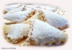Einfache Marmelade-Tascherl – Gudrun von Mödling Best Picture For danish pastry For Your Taste You are looking for something, and it is going to tell Delicious Cake Recipes, Fruit Recipes, Yummy Cakes, Pancake Healthy, Mini Pastries, Jam Tarts, Puff Recipe, Free Fruit, Crepe Recipes