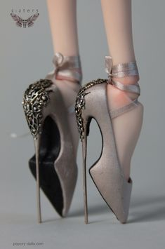 Popovy Sisters – Art dolls by Popovy Katya & Lena Funky Shoes, Crazy Shoes, Me Too Shoes, Weird Shoes, High Heels Boots, Shoe Boots, Shoes Heels, Doll Accessories, Fashion Accessories