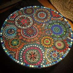 Garden Table Top Mosaic Tiles Ideas For 2019 Mosiac Table Top, Tile Patio Table, Mosaic Tile Table, Mosaic Tray, Mosaic Tile Art, Diy Table Top, Table Top Design, Mosaic Crafts, Mosaic Projects